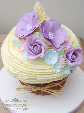 Daisy Wedding Cake purple