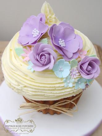 Daisy Wedding Cake purple