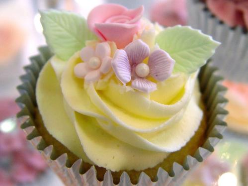 Vintage Flower Cupcake