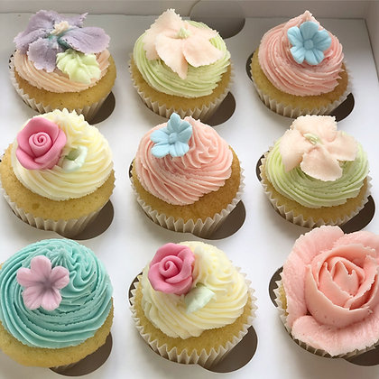 24 mini Vintage Rose Collection Cupcakes