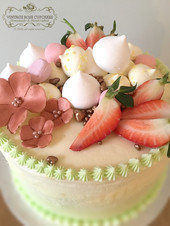 fruit and meringue buttercream cake