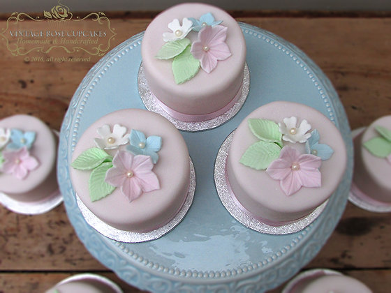 6 Mini Vintage Flower Cakes