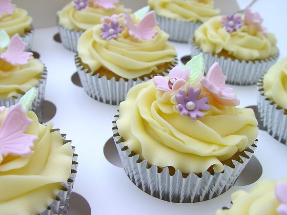 6 Butterfly & Flower Cupcakes