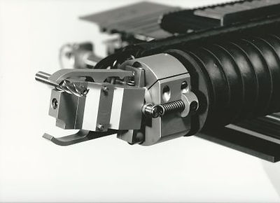 VIKING Loader Arm Gripping Mechanism