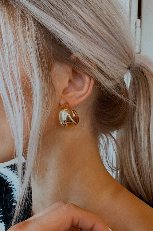 Curved Metallic Drop Earring