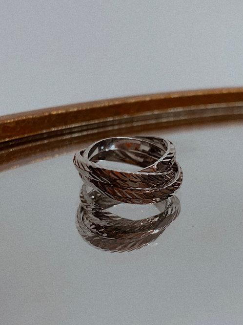 Metallic Interlink Band Ring