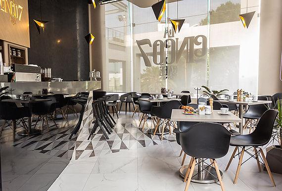 La Cinco7 Café