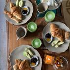 Petit déjeuner avec thé Matcha
