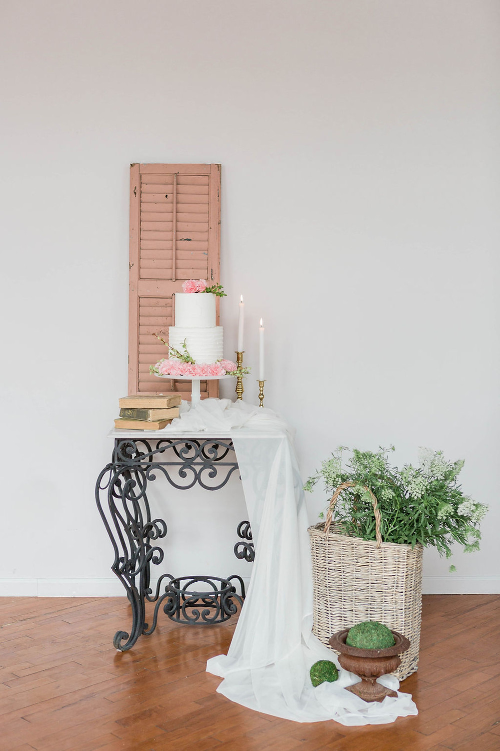Simple cake table using vintage pastry table