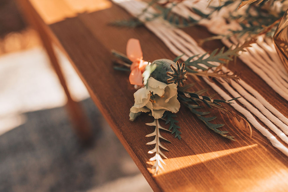 Men's boutonniere is simple for a woodsy wedding