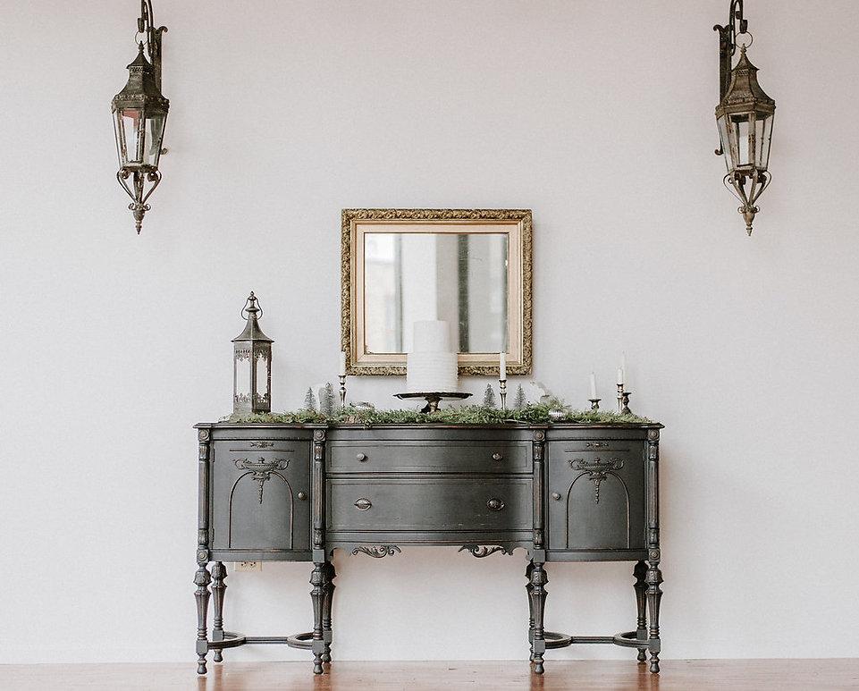 Classic-vintage-buffet-table
