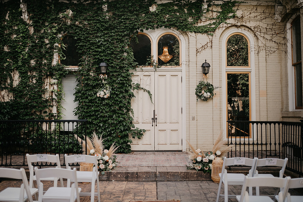 Rattan and wicker Boho-style decor and area rug served the ceremony area well