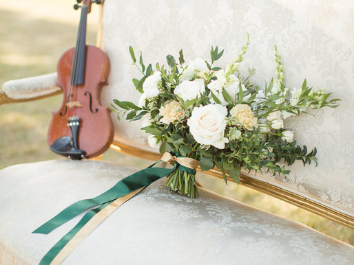 Gaelic Green and Gold Styled Wedding Shoot set in the fields of Northern Illinois