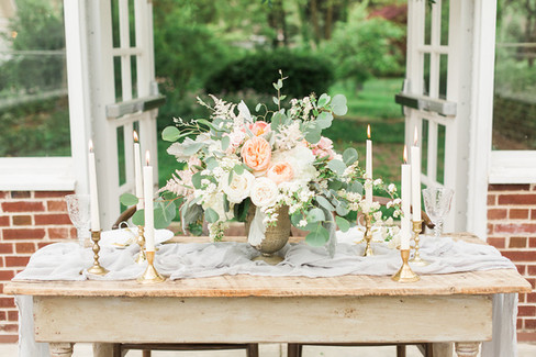Farmhouse-sweetheart-table