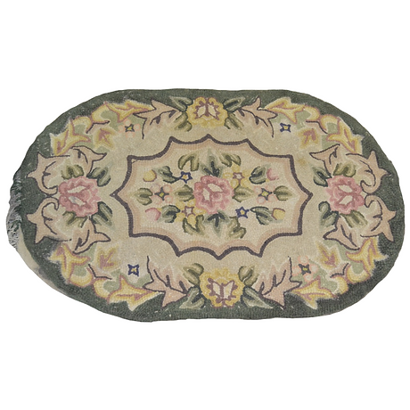 Green hooked rug with roses