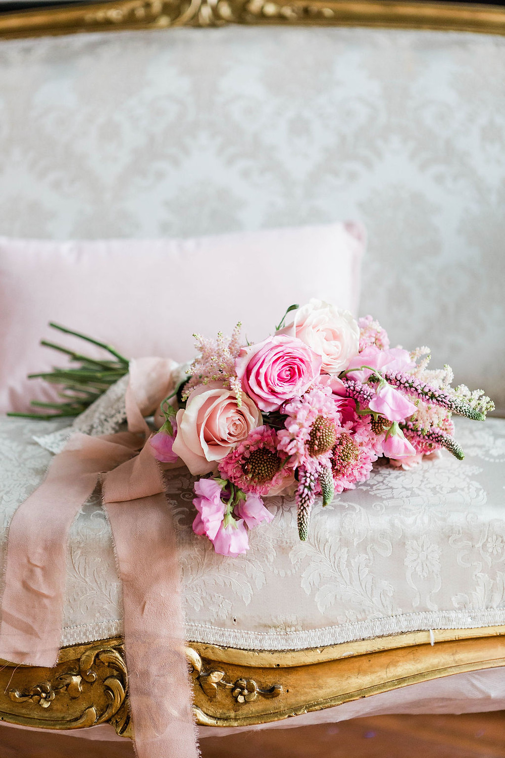 simple rose bouquet of pink tones, tied with a torn ribbon