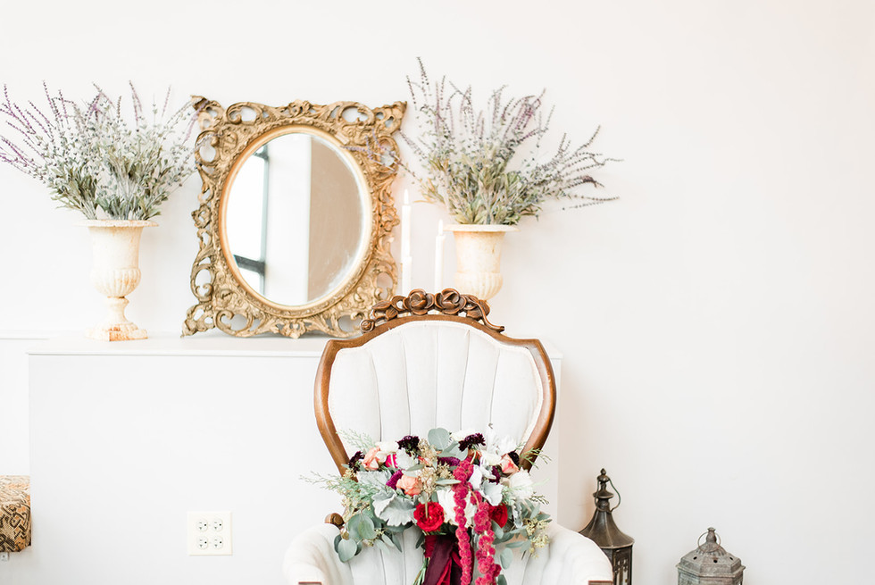 Vintage-ivory-chair-bouquet