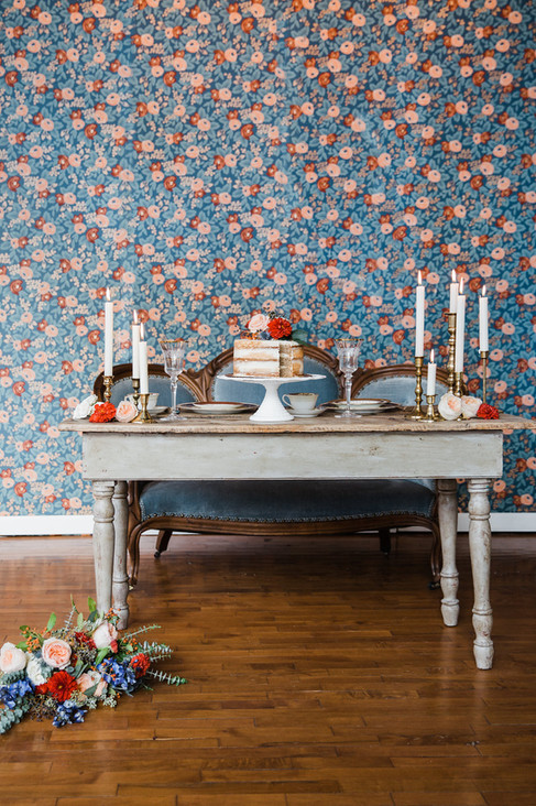 Sweetheart-table-blue-madeleine-settee