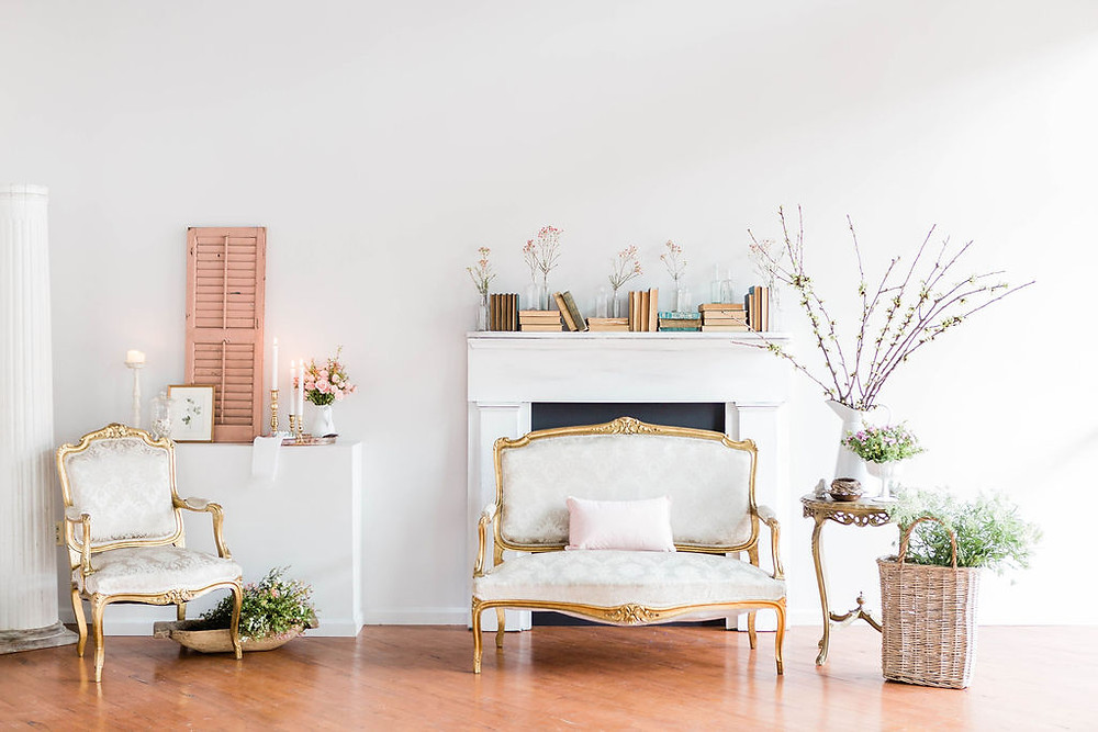 Situated near the fireplace, a springtime vignette of twigs and blooms look perfect