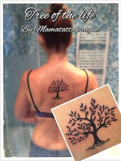 tetovani strom s listem