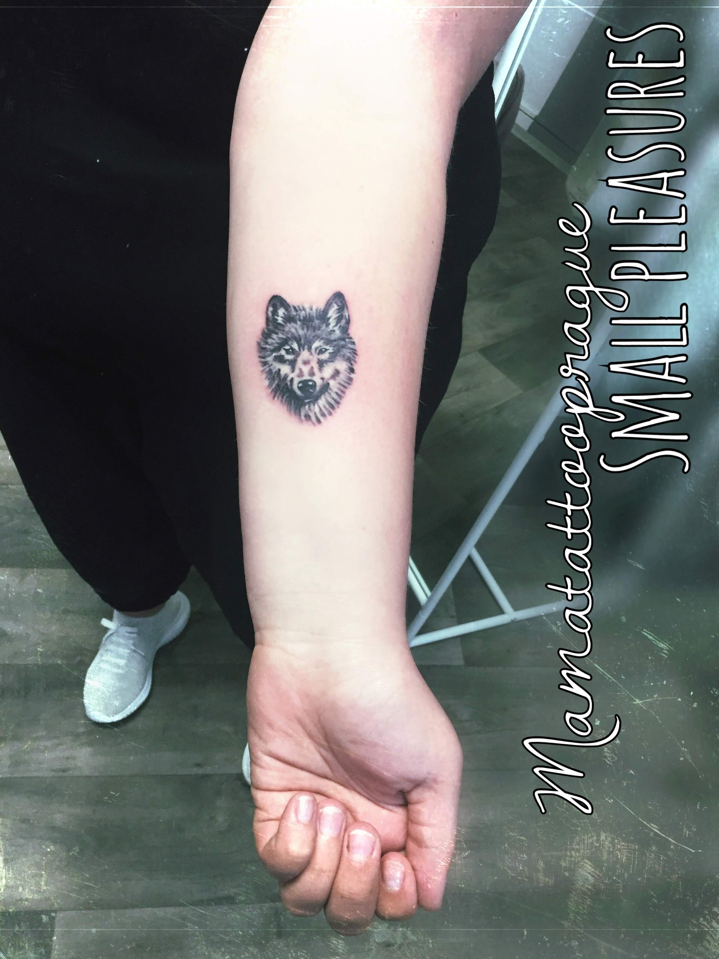 small wolf tattoo