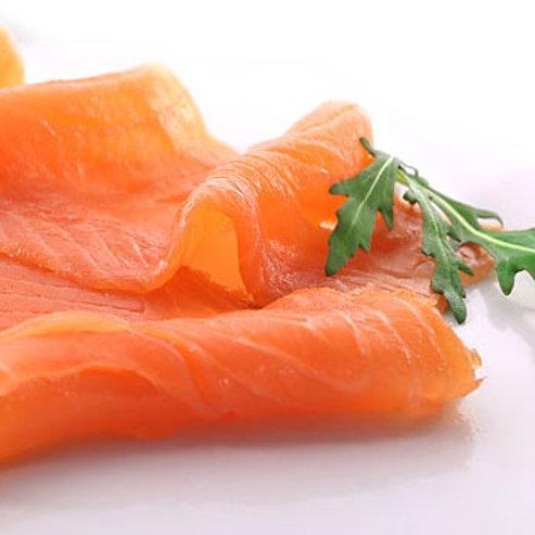 1/2 kg Marinated Gravlax  + 1/2 kg - Hot Smoked Salmon in geschenk verpakking.
