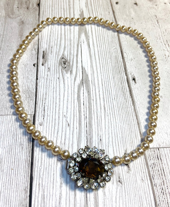 1960s Vintage Ornate Clasp Pearl Necklace