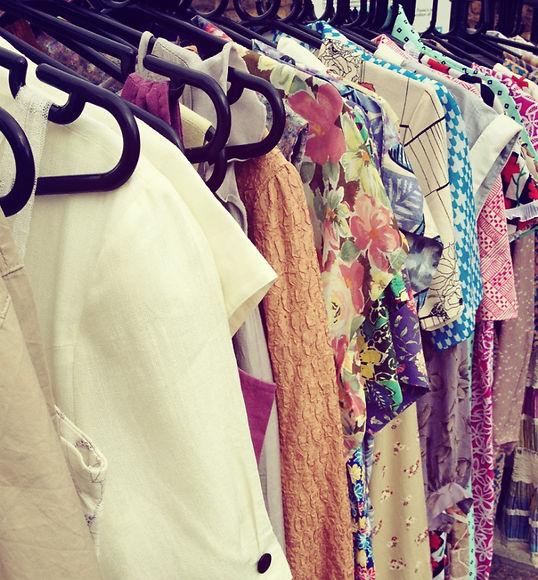 how-to-shop-vintage-clothing | Vintage Fabrics | Vintage Dresses