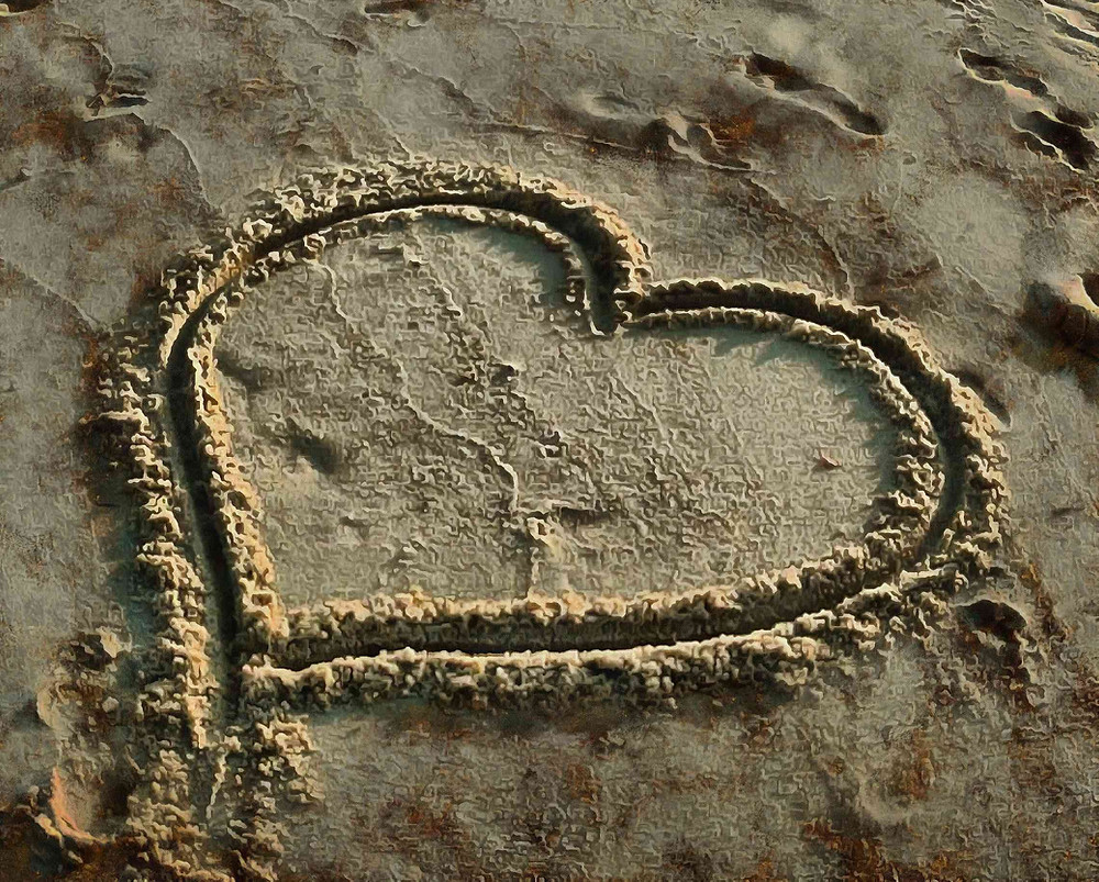 Photo of heart drawn in teh sand