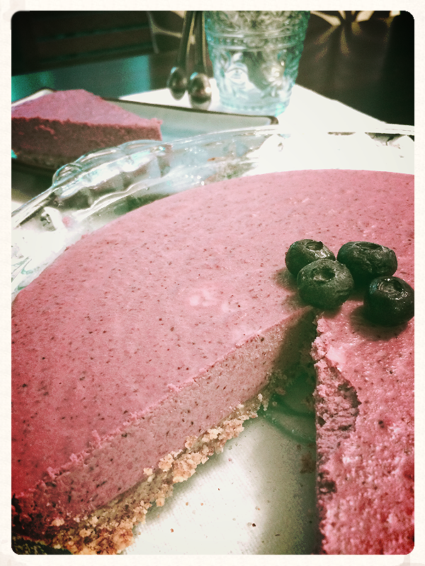 Refreshing Raw Blueberry Cheesecake