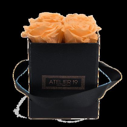 4 Roses Eternelles Pêche Velouté - Box carrée Noire
