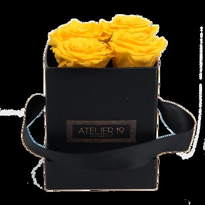 4 Roses Eternelles Jaune d'Or - Box carrée Noire