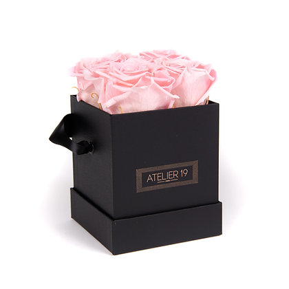 CLASSIC 4 ETERNAL ROSES - SOFT PINK - BLACK SQUARE BOX