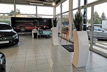 Mercedes : végétaliser les espaces d'innovation grâce aux plantes artificielles