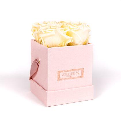 4 Roses Eternelles Champagne  - Box carrée Rose Poudré