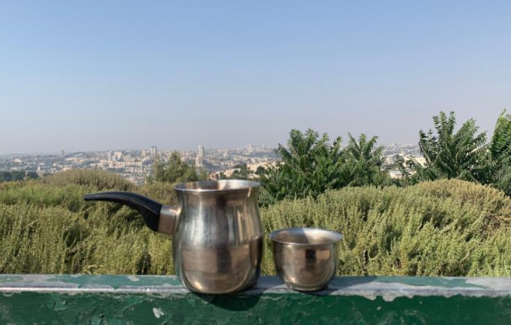 Pakal kafe kit set up on a ledge of the Mitzpe Rotem Lookout