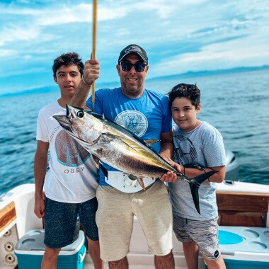 catching-yellowfin-tuna-on-a-fishing-trip-in-playa-garza-nosara-costa-rica-viberts-secret-spot
