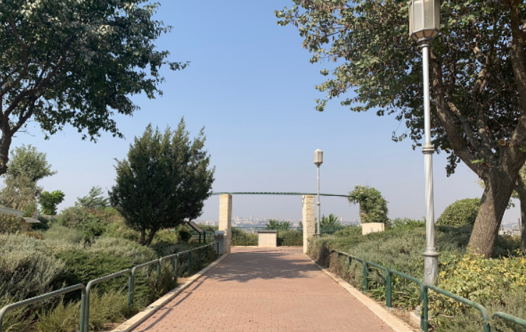 The path leading to the Mitzpe Rotem Lookout