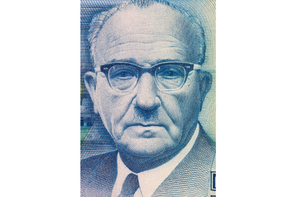 Levi Eshkol's face printed on a New 5 Shekalim banknote from 1987