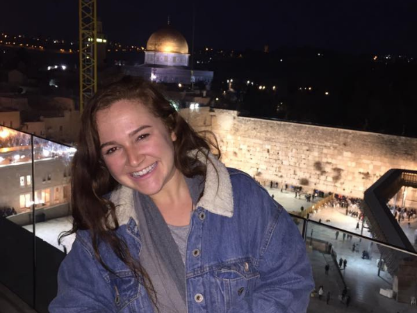 Oleh Rebecca Fox on a balcony overlooking the Western Wall at night