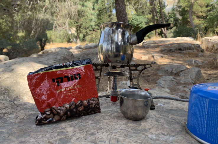 Making coffee with a #pakal_kafe kit at Moon Grove (Hurshat HaYareah)