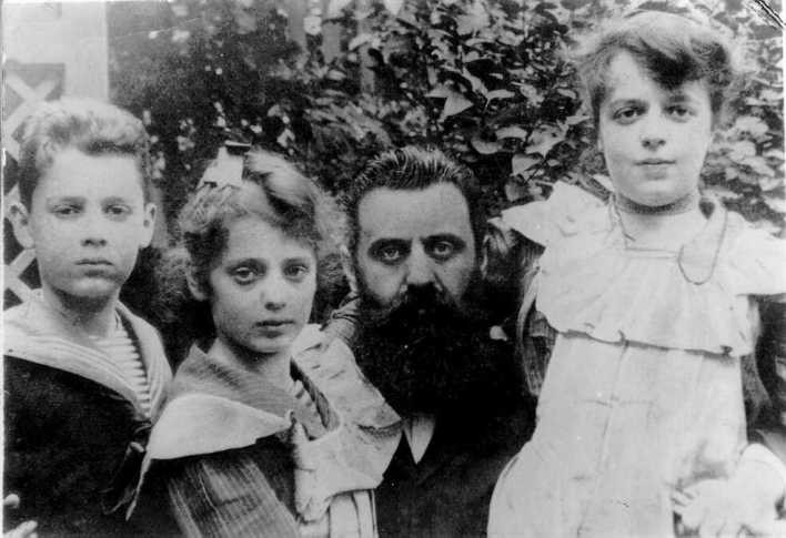 Herzl with his three children, his two daughters in his arms and his son on the left