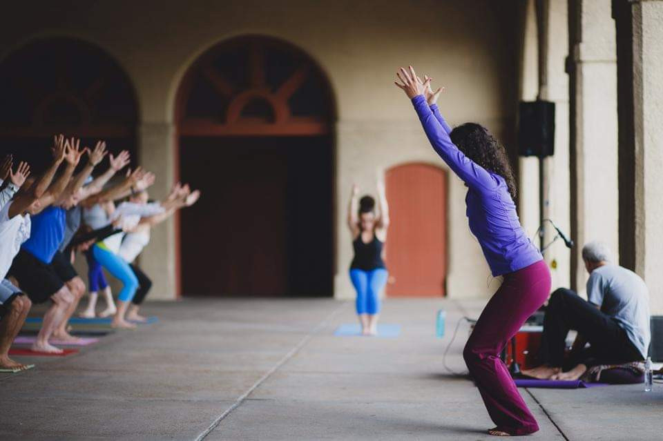 #Meet_the_Oleh, Maddie De Silva, teaching a yoga class