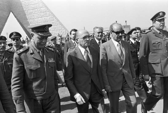 Prime Minister Menachem Begin visits Cairo