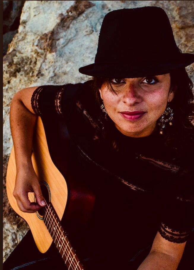 Olah Emmanuelle Gold playing guitar