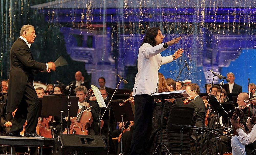 Abhay Rustum Sopori conducting an orchestra along with Mr. Zubin Mehta in Kashmir