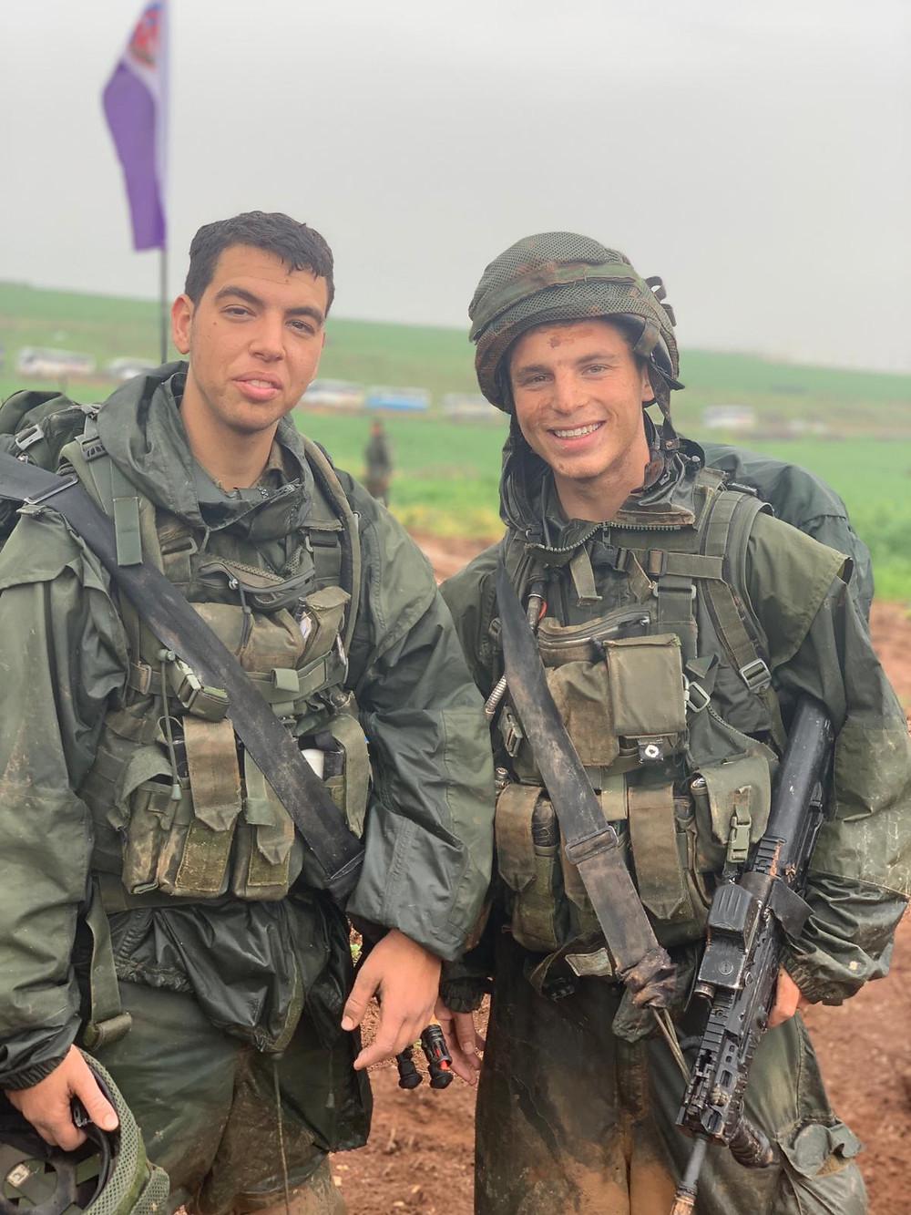 Oleh Shai Goel in his IDF uniform with a fellow soldier