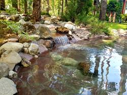водопад с ручьём