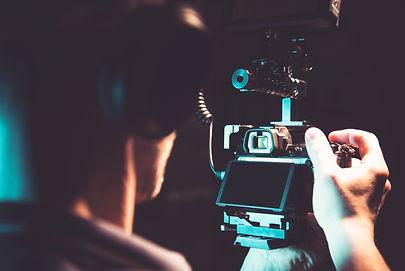 taking-handheld-film-shots-using-dslr-ca
