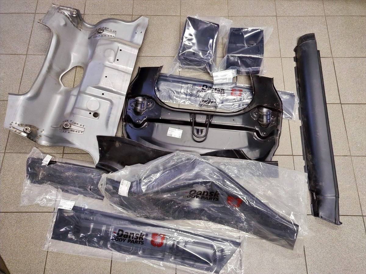Classic Collection, 911 E, Body parts